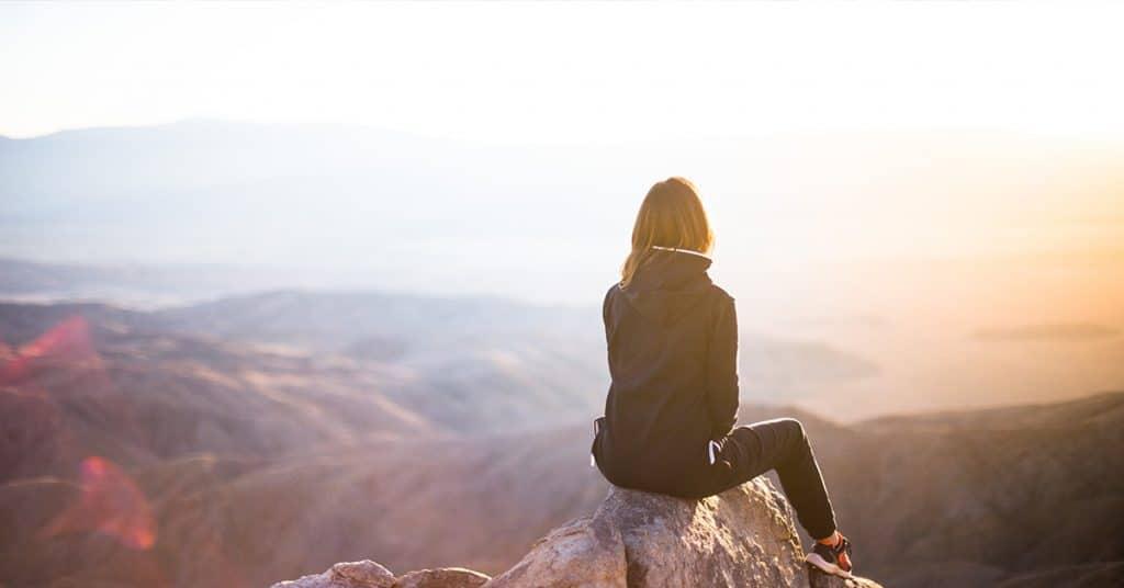 Meditieren, Meditation, Achtsamkeitsübungen: Laut Studien reduziert Meditation Stress, erhöht die Konzentration & schützt vor Burnout. Wie Sie richtig meditieren & was Achtsamkeit im Alltag wirklich kann.
