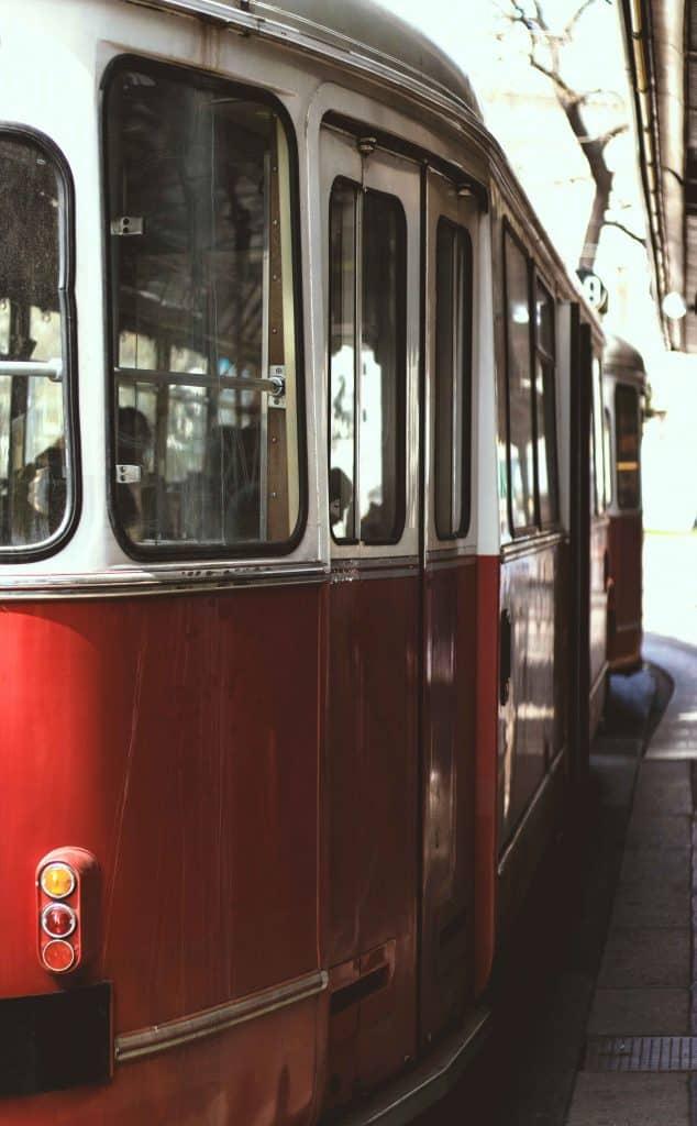 Mit der Straßenbahn durch Wien: Eine ideale Weihnachtsfeier, Weihnachtsfeier, Idee, Einladung zur Weihnachtsfeier, Weihnachten, Betriebsfeier, Teambuilding, Skydiving, Eisschnitzen, Pub Quiz, Weihnachtsessen, Virtual Reality,