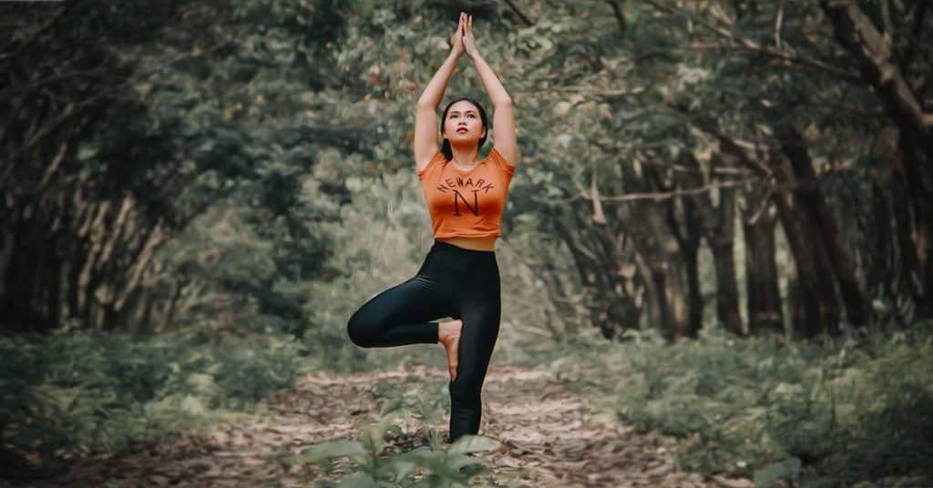 Verspannungen, Stress und Müdigkeit? Versuchen Sie's doch mit Business-Yoga: 7 einfache und schnelle Yoga-Übungen für Büro und Arbeitsalltag.