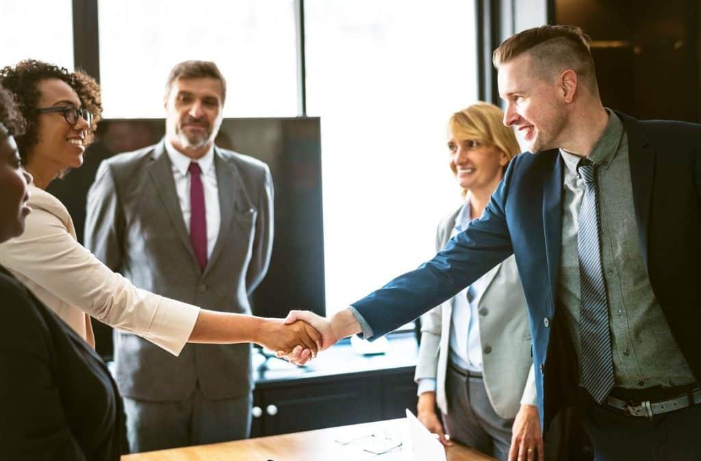 Führungsstile, Cheffing, Führen in der Sandwichposition, Autorität, Management, Führungskraft, Mitarbeiterführung, Unternehmensziele, mittleres Management, Teamleiter, Projektleiter, Abteilungsleiter, Vorgesetzter, Kommunikation